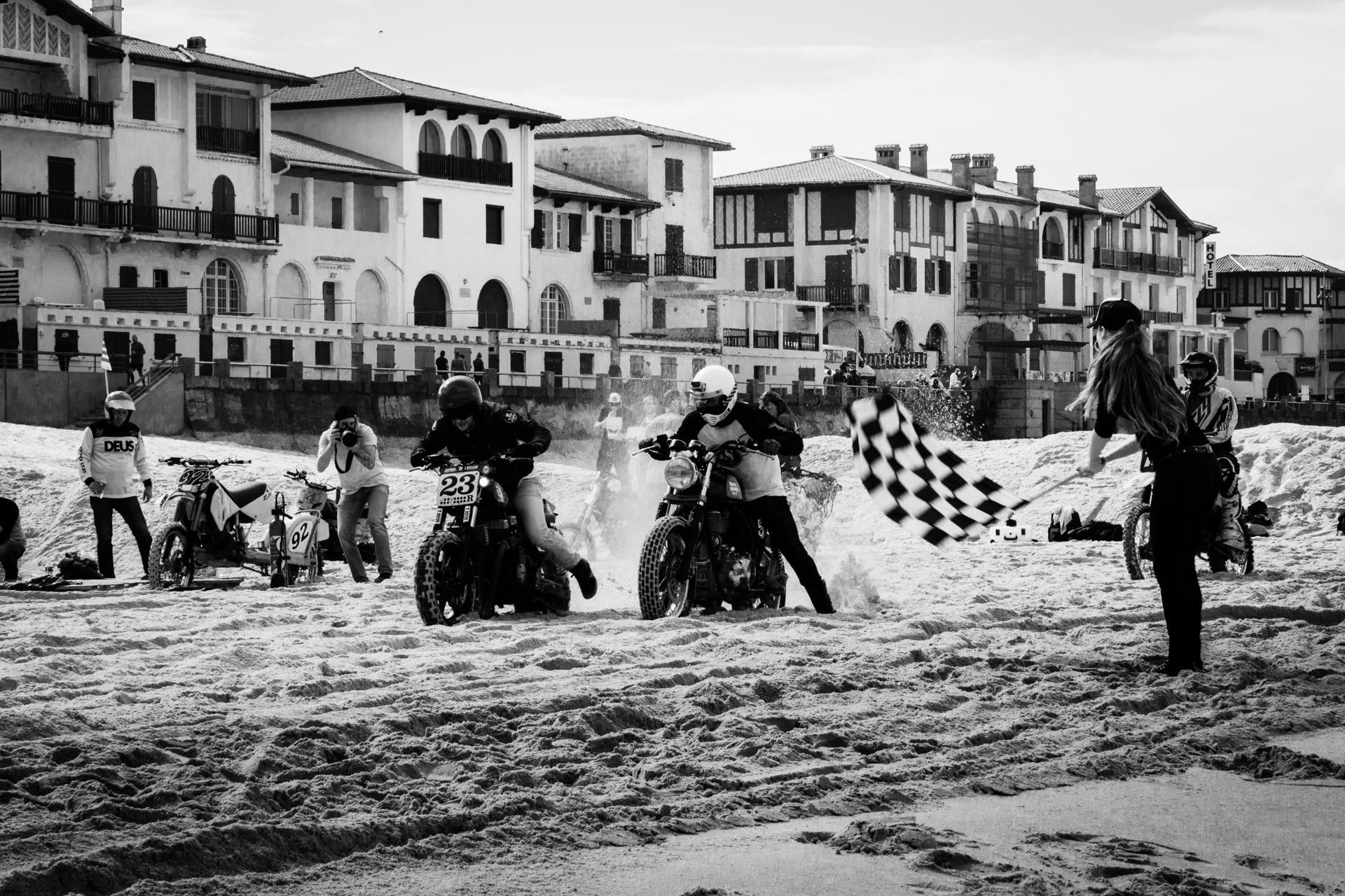 Mot&Arts #2 / The Sand Race